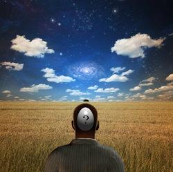 un homme dans champ avec son cerveau symbolisait par un point ?